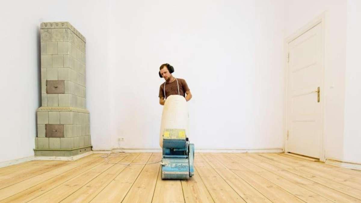 Alte dielen abschleifen perfektheimwerken alte dielen schleifen vorbehandlung und schliff - Lackierte mobel restaurieren ...