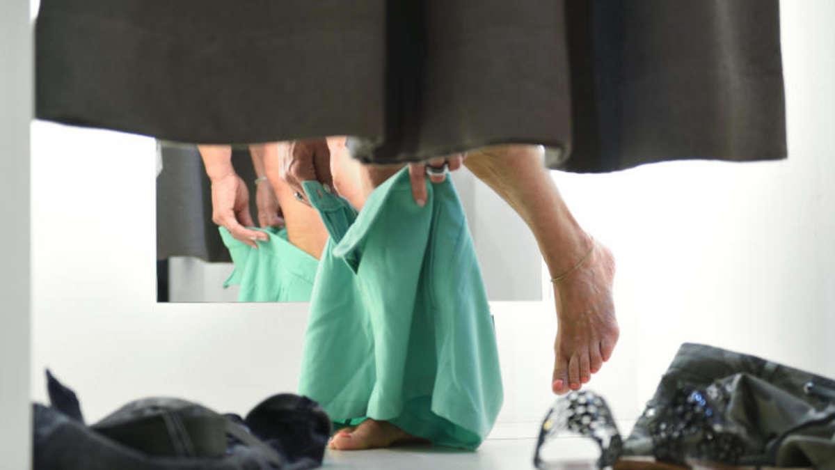 neue kleidung warum sie klamotten vor dem ersten tragen waschen sollten gesundheit. Black Bedroom Furniture Sets. Home Design Ideas