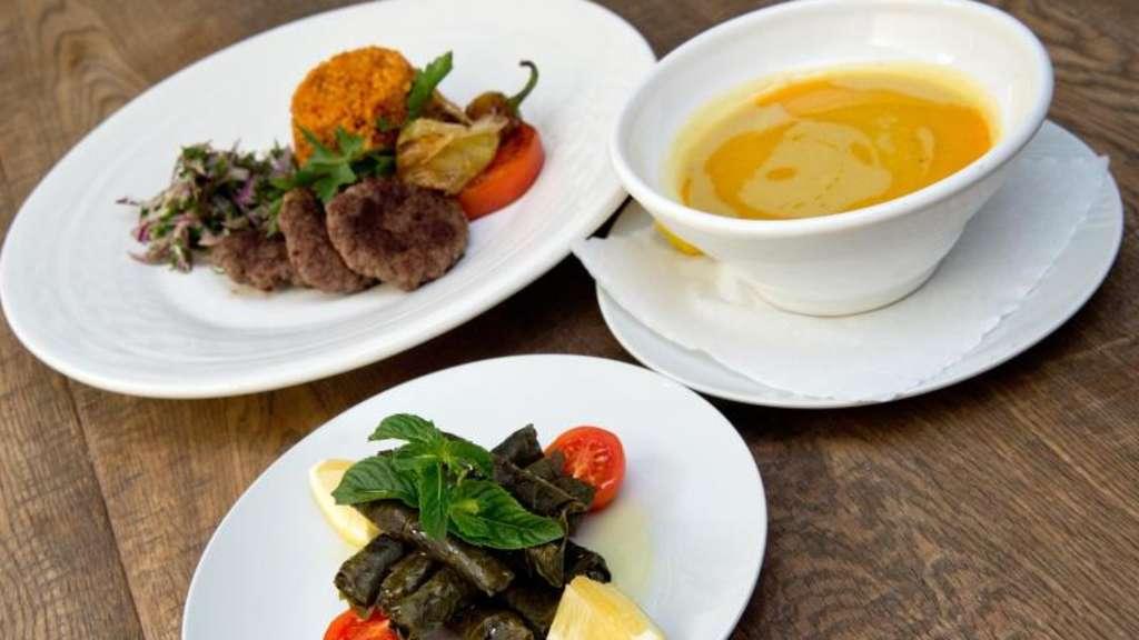 Gleicht Salzhaushalt aus: Der Joghurtdrink Ayran | Ernährung