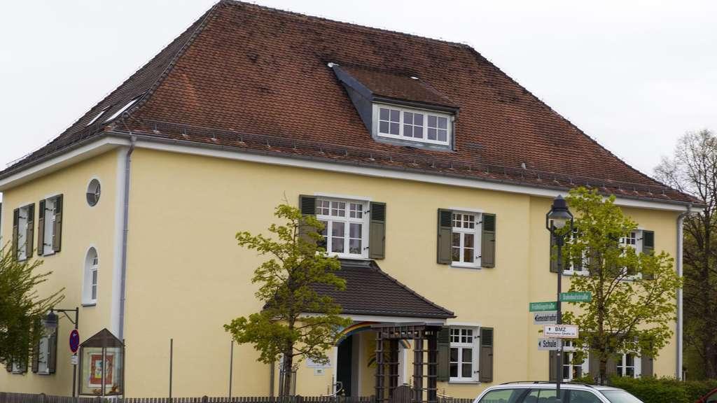 kinderhaus bekommt neues dach ebersberg. Black Bedroom Furniture Sets. Home Design Ideas