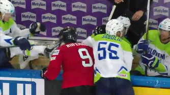 Video: Horror-Foul bei Eishockey-WM -