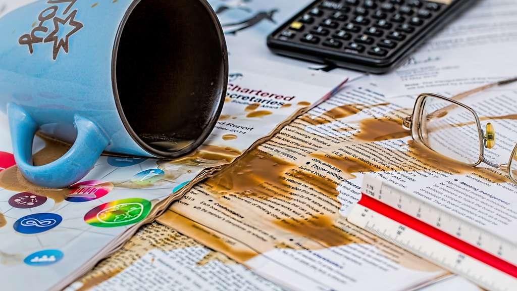 Kaffeeflecken entfernen so verschwinden sie von kleidung teppich co wohnen - Kaffeeflecken wand entfernen ...