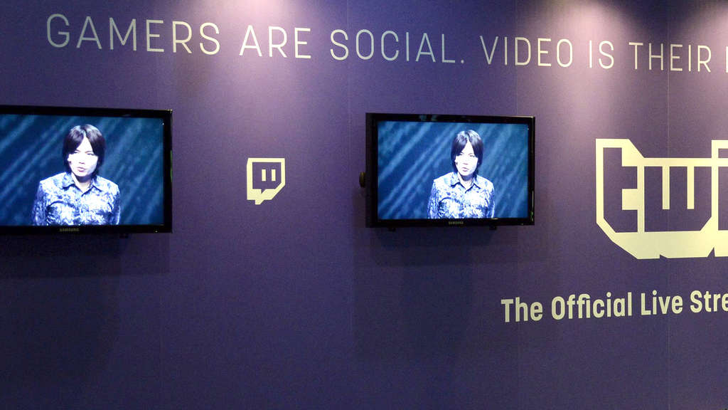 twitch gamer social monitore