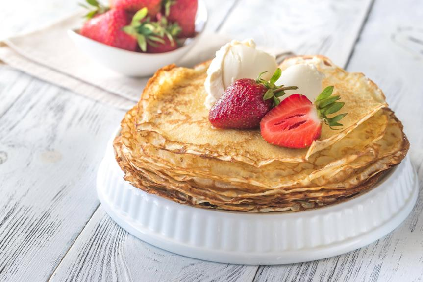 Crepes with cream cheese and fresh strawberries PUBLICATIONxINxGERxSUIxAUTxONLY Copyright xAlex950